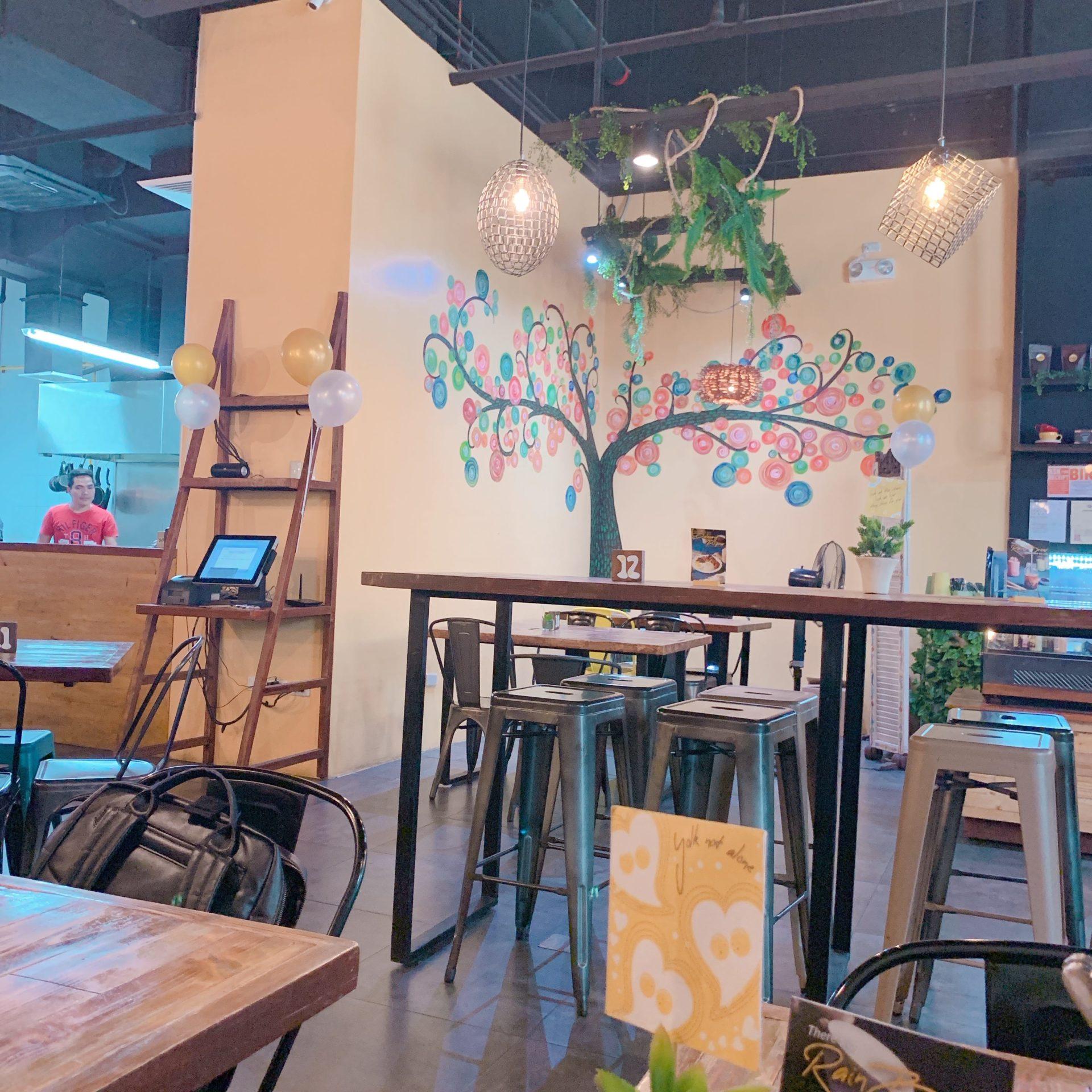 おしゃれなカフェの店内